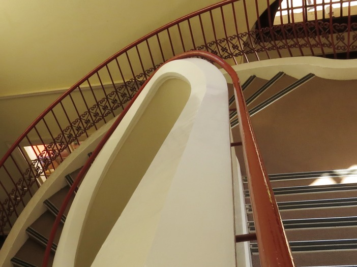 My introduction to the flight of stairs to our bedroom.  I knew immediately that  I met my nemesis while we were staying at the hotel ...